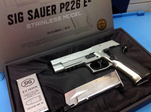 東京マルイ シグ ザウエル P226 E2 ステンレスモデルが来ました!